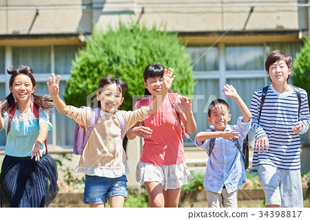 Elementary school ground 34398817