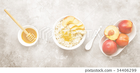 Oatmeal with nectarine and honey 34406299
