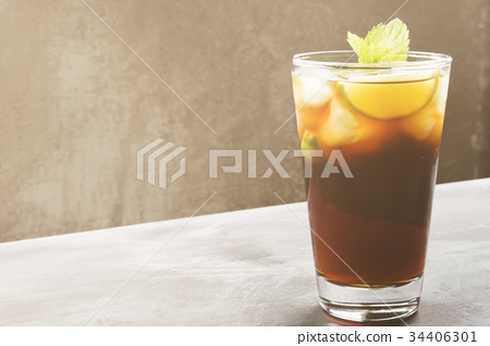 Cocktail Cuba Libre in glass on a dark background 34406301