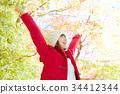 가을 단풍 속 여성 미소 34412344