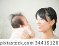 微笑妈妈抚养宝宝 34419128