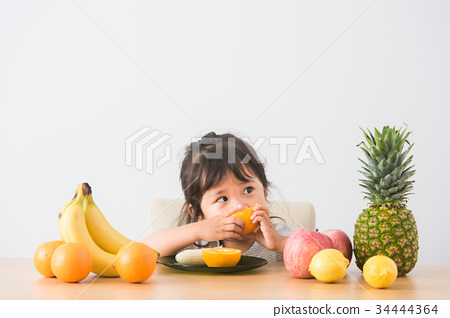 水果 一個年輕成年女性 女生 34444364