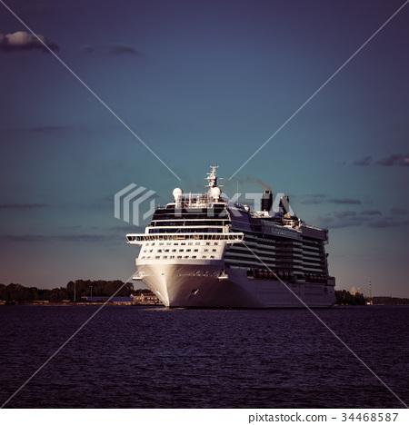 White giant cruise liner 34468587