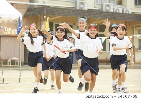 운동회에 참가하는 초등학생 34507709