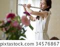 吹長笛的婦女 34576867