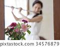 吹长笛的妇女 34576879