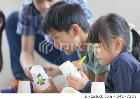 Child's drawing 34577255