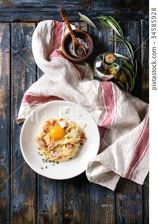 Italian pasta carbonara 34585928