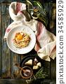 Italian pasta carbonara 34585929
