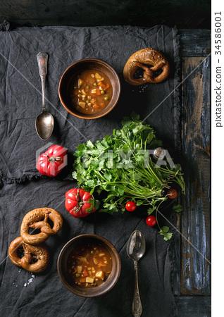 Carrot tomato pea soup 34586001