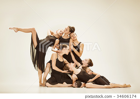 The group of modern ballet dancers 34606174