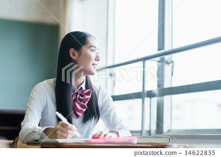 學校的女生 34622835