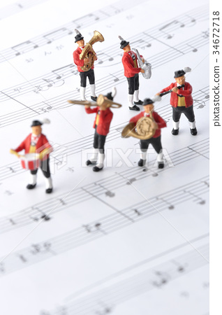 figurine, playing, music score 34672718