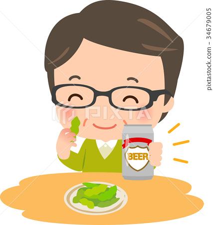 中年人在一只手上吃青豆用罐装啤酒 34679005