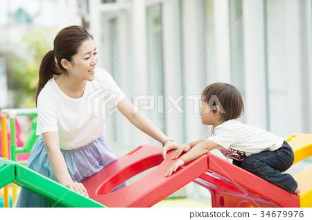 父母和小孩 親子 家人 34679976