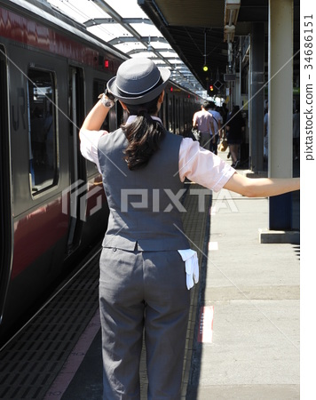 A female conductor who holds a hat 34686151