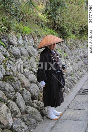character of a Buddist mank 34777066