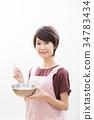 젊은 여성 짧은 헤어 주부 요리 34783434