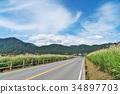 高速公路穿透草原 34897703