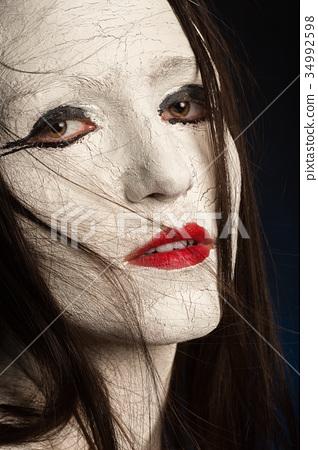 female cracked make-up 34992598