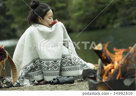여자 홀로 여행 솔로 캠핑 모닥불 34992810