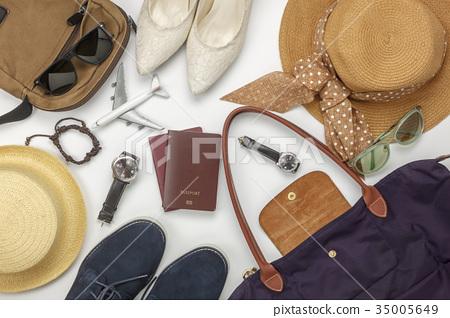 Overhead view  accessory travel  fashion men&women 35005649