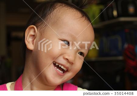 東方微笑女孩的臉部特寫 35014408