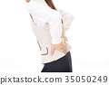 一位女士抱怨腰痛 35050249