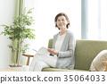 成熟的女人 一個年輕成年女性 女生 35064033
