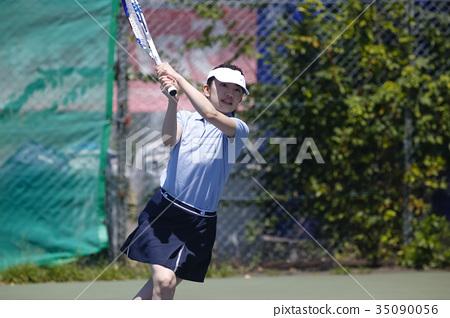 打网球的女人 35090056