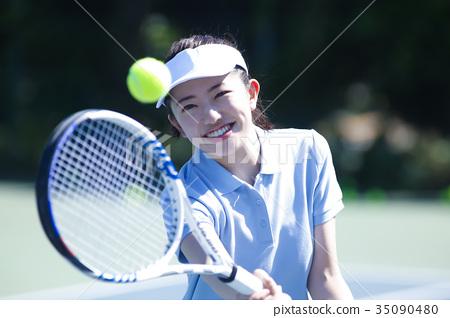 테니스를하는 여성 35090480