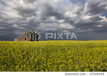 Storm Clouds Canada Abandoned house 35098468