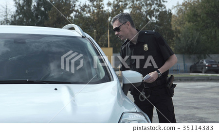 Police officer stopping the driver of a vehicle 35114383