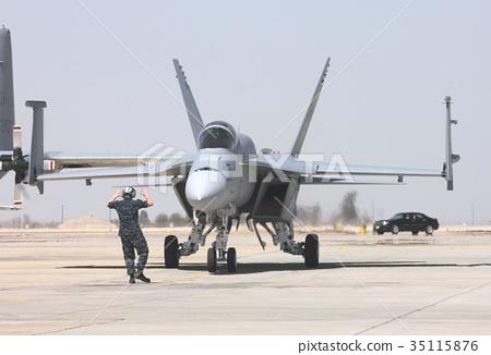 캘리포니아 엘 센트로 기지를 질주하는 미 해군의 항공 모함 함재기 F / A-18E 슈퍼 호넷 전투기 35115876