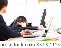 전화 지원하는 여직원 OL 사업가 샐러리맨 사무실 이미지 비즈니스 이미지 35132945