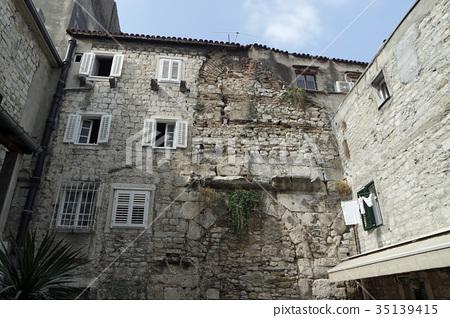 old residential buildings in croatian town split 35139415