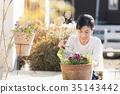 Women who do gardening 35143442