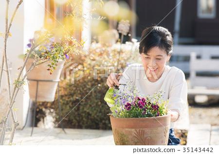 做園藝的女性 35143442