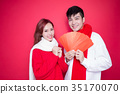 couple holding red envelope 35170070