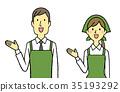 这里年轻人和妇女售货员围裙三角宽度 35193292