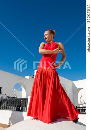Flamenco dancer in red 35207610