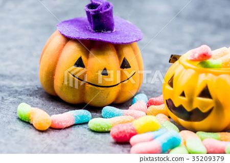Halloween pumpkin with sweet candy 35209379