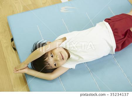 체조 교실 매트 운동을하는 아이들 35234137