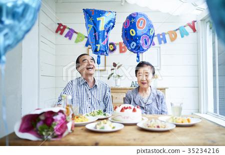 การฉลองของคู่รักเก่า 35234216