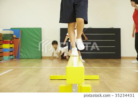 Gymnastics classroom average balance child 35234431