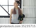 一個女人誰做拳擊 35235715