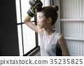 一個女人誰做拳擊 35235825