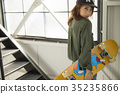 溜冰者時尚女性 35235866