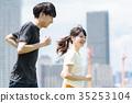 一個年輕成年女性 奔跑 年輕 35253104
