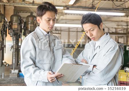 工廠人員工作 35256039